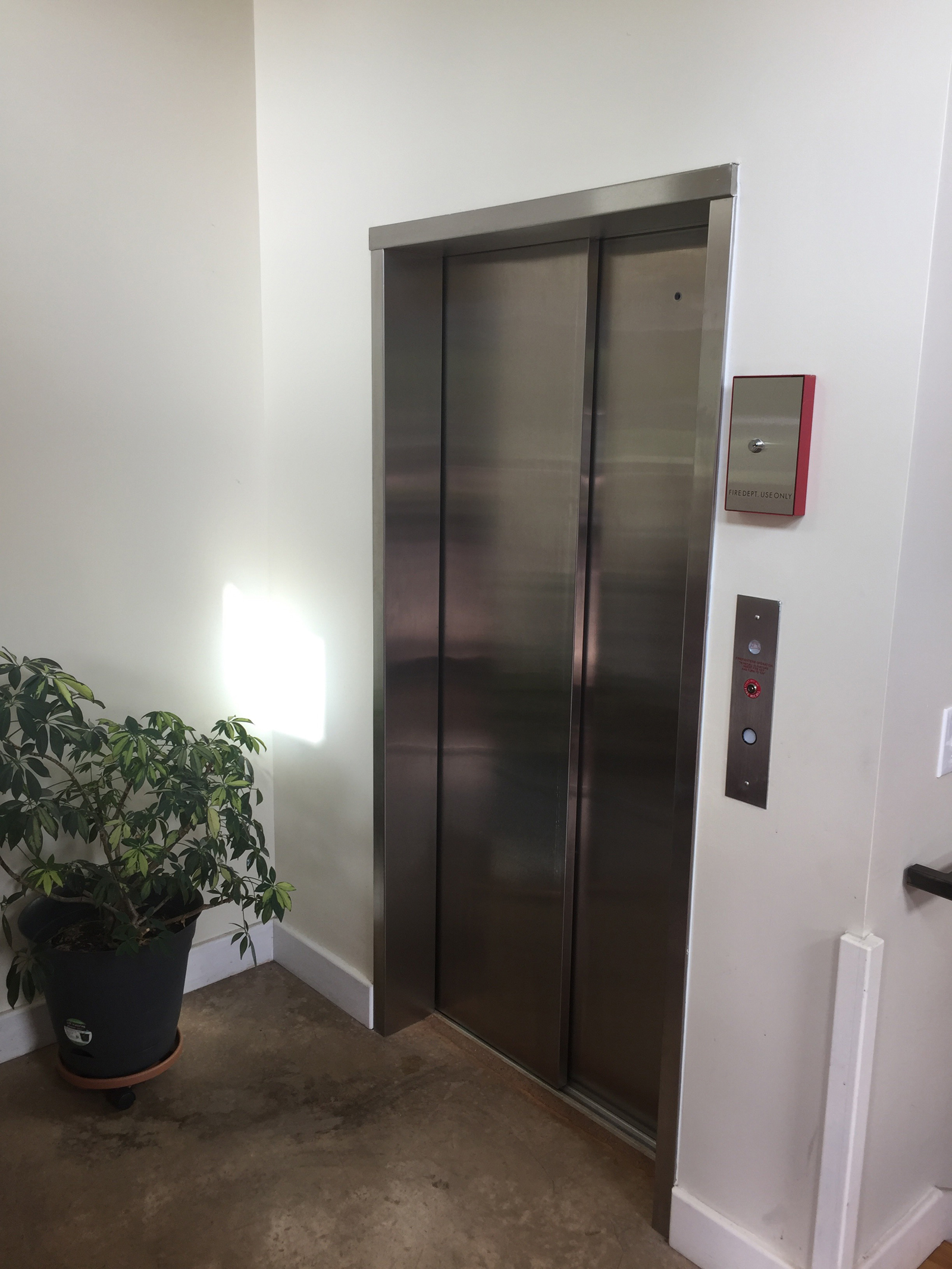 2 Speed Sliding Door LULA Elevator
